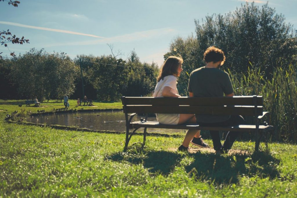 bench-couple-daylight
