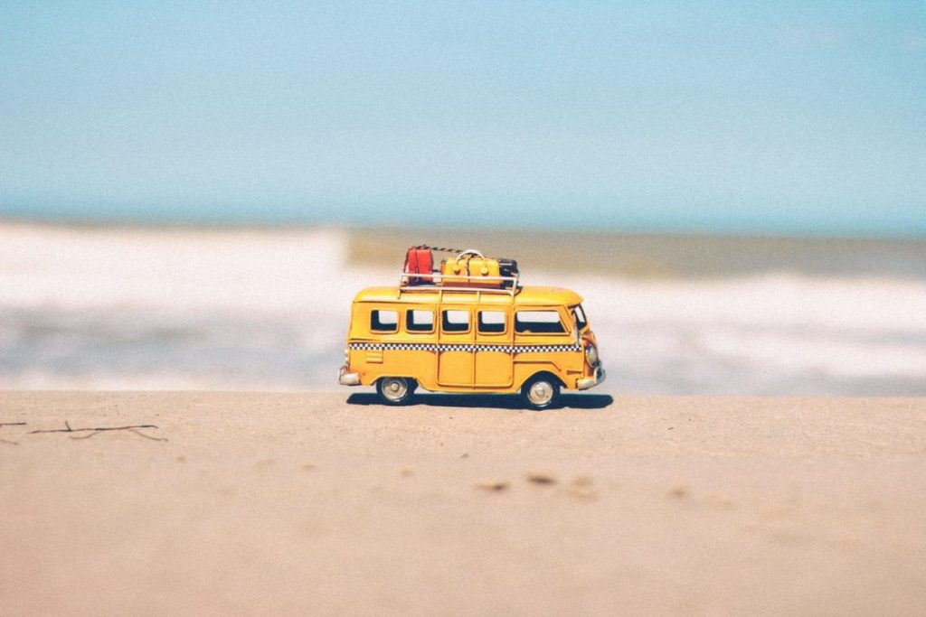 beach-blue-car-combi